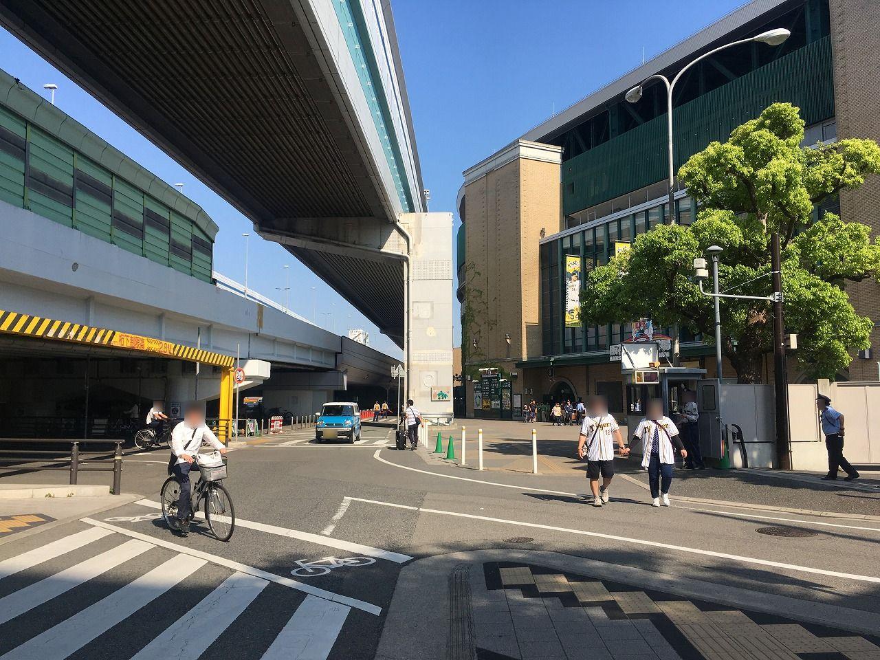 山本珈琲は阪神甲子園球場のすぐ北西側に