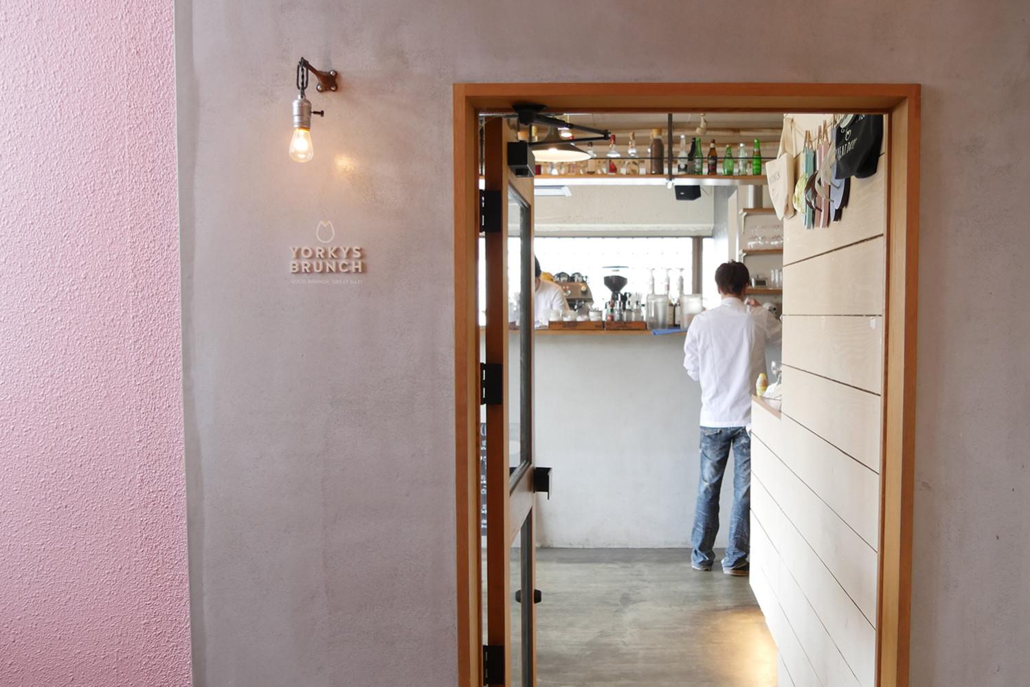 兵庫県西宮夙川の人気カフェヨーキースブランチ の入り口