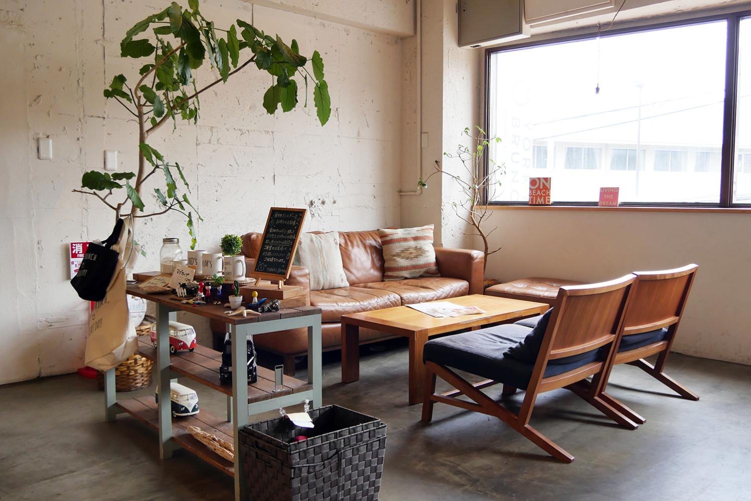 夙川の人気カフェヨーキーズブランチの店内